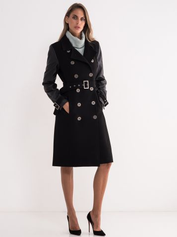 Crni kaput sa rukavima od veštačke kože