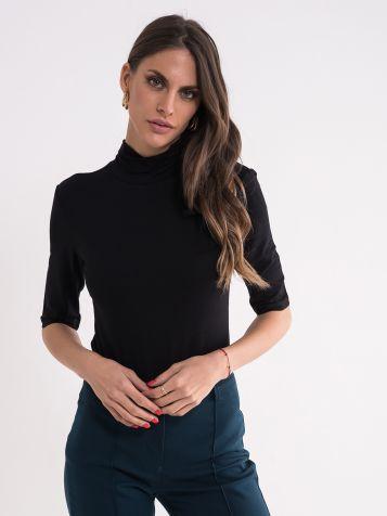 Crna majica sa rolkom
