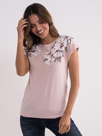 Majica sa floralnim detaljima