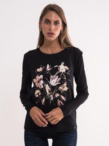 Crna majica sa krupnim cvetnim uzorkom