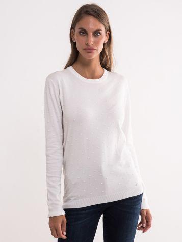Bijeli džemper sa tufnastom teksturom