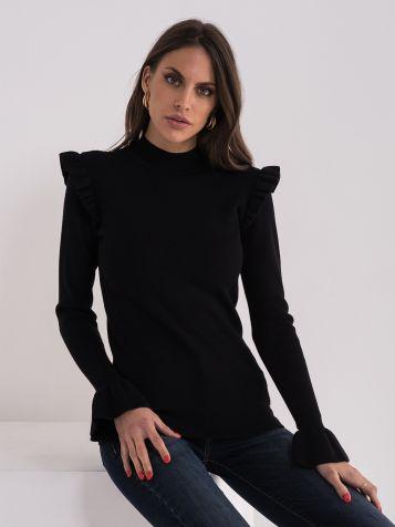 Crni džemper sa detaljima na ramenima