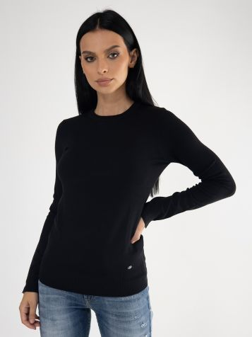 Ženski džemper u crnoj boji