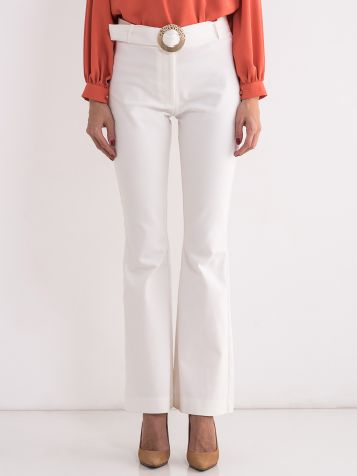 Bijele elegantne pantalone