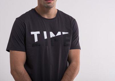 Jednostavna siva muška majica