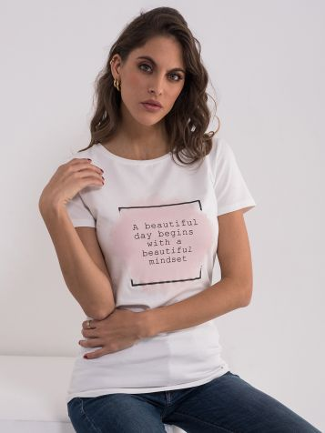 Bijela majica sa natpisom