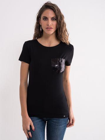 Crna majica sa džepom