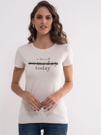 Bež majica sa natpisom